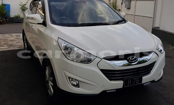 Buy Used Hyundai ix35 White Car in Port Louis in Port Louis District