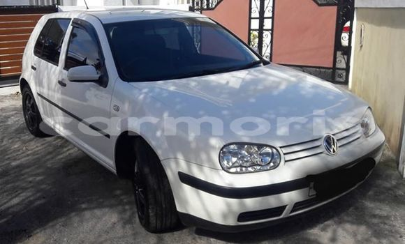 Buy Used Volkswagen Golf White Car in Port Louis in Port Louis District