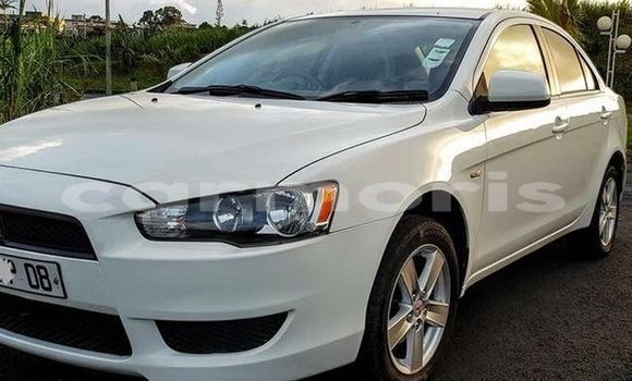 Buy Used Mitsubishi Lancer White Car in Moka in Moka