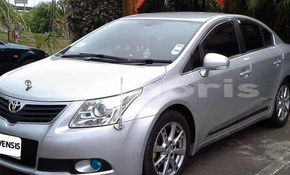 Buy Used Toyota Avensis Silver Car in Moka in Moka