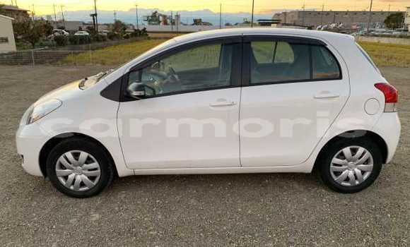 Buy Used Toyota Vitz White Car in Baie du Cap in Savanne District