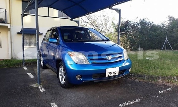 Buy Used Toyota Ist Blue Car in Port Louis in Port Louis District