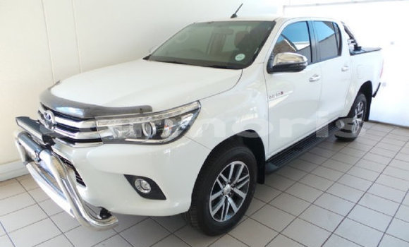 Buy Used Toyota Hilux White Car in Coromandel–Graviers in Rodrigues