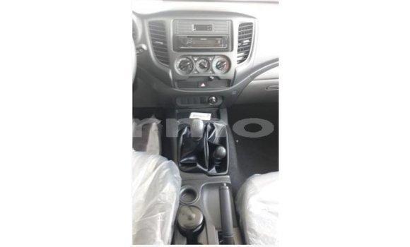 Buy Import Mitsubishi L200 White Car in Import - Dubai in Agalega Islands