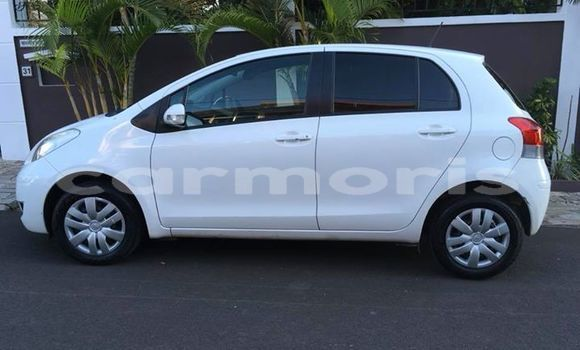 Buy Used Toyota Vitz White Car in Quatre Bornes in Plaines Wilhems District