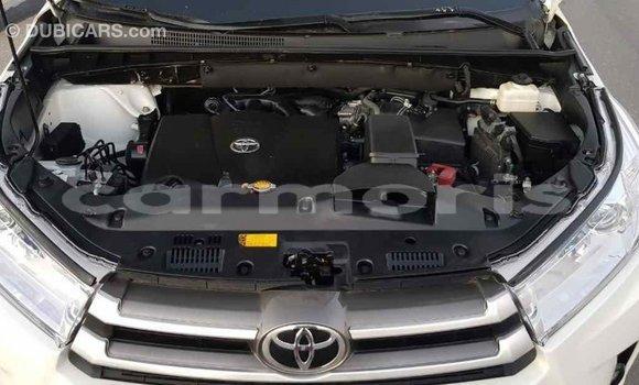 Buy Import Toyota Highlander White Car in Import - Dubai in Agalega Islands