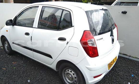 Buy Used Hyundai i10 White Car in Quatre Bornes in Plaines Wilhems District