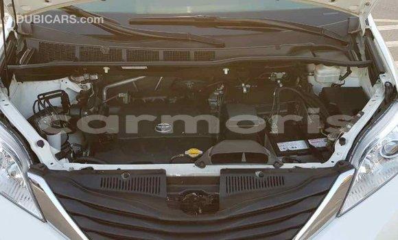 Buy Import Toyota Sienna White Car in Import - Dubai in Agalega Islands