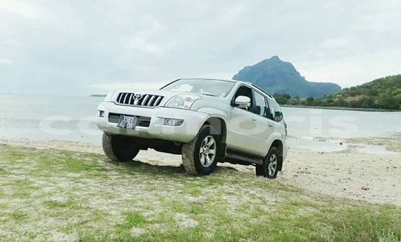 Buy Used Toyota Land Cruiser Prado White Car in Chemin Grenier in Savanne