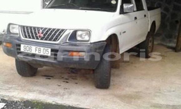 Buy Used Mitsubishi L200 White Car in Port Louis in Port Louis District