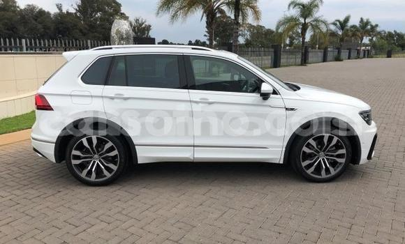 Buy Used Volkswagen Tiguan White Car in Arsenal in Pamplemousses District