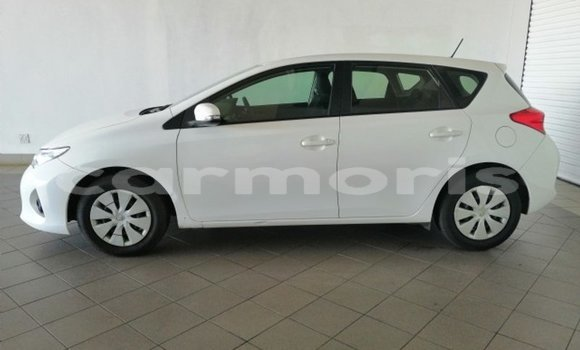 Buy Used Toyota Auris White Car in Bambous in Black River District